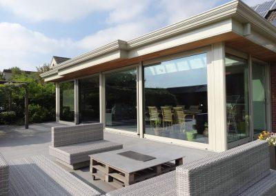 Lounge zetels op terras met veranda