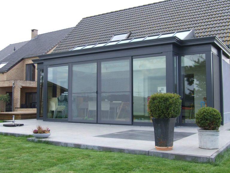 Moderne veranda met terras donkergrijs