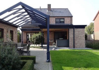 Pergola luxe terrasoverkapping in donkere kleur